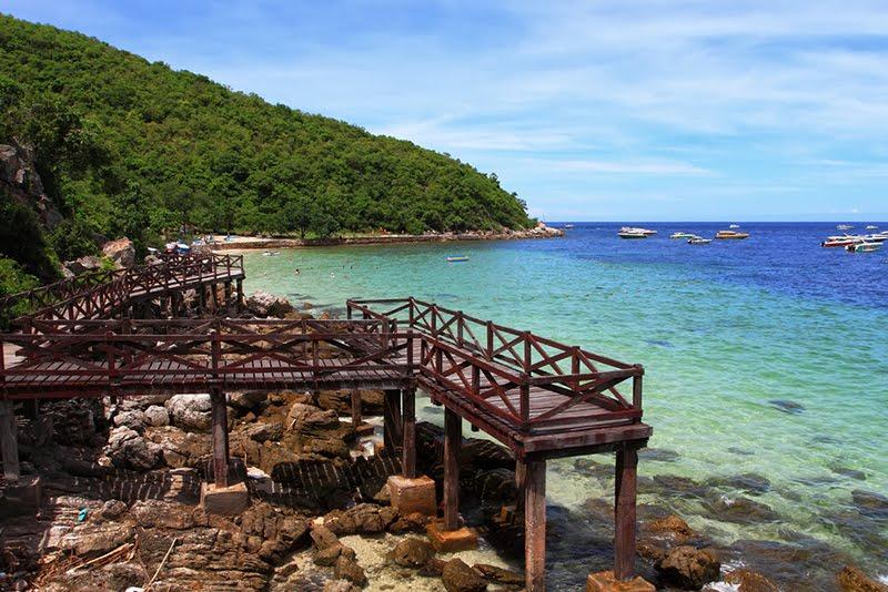 สะพานไม้หาดสังวาล เกาะล้าน
