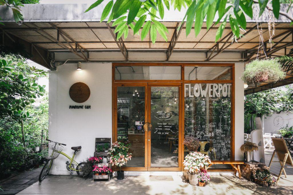 FLOWERPOT CAFÉ คาเฟ่โทนสีขาว