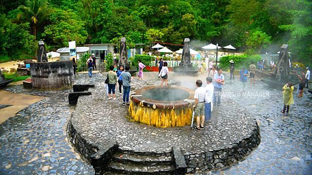 บ่อน้ำร้อนรักษะวาริน ที่ต้อนรับนักท่องเที่ยวทุกฤดูกาล